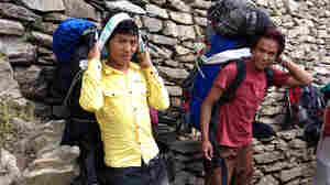 Blizzard In Nepal Deals A Blow To Porters As Well As Trekkers