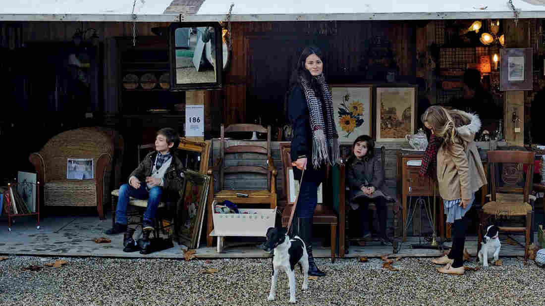 Author Mimi Thorisson and her husband, photographer Oddur Thorisson, moved their six children and dogs from a Parisian apartment to a farmhouse in the Médoc region of France.