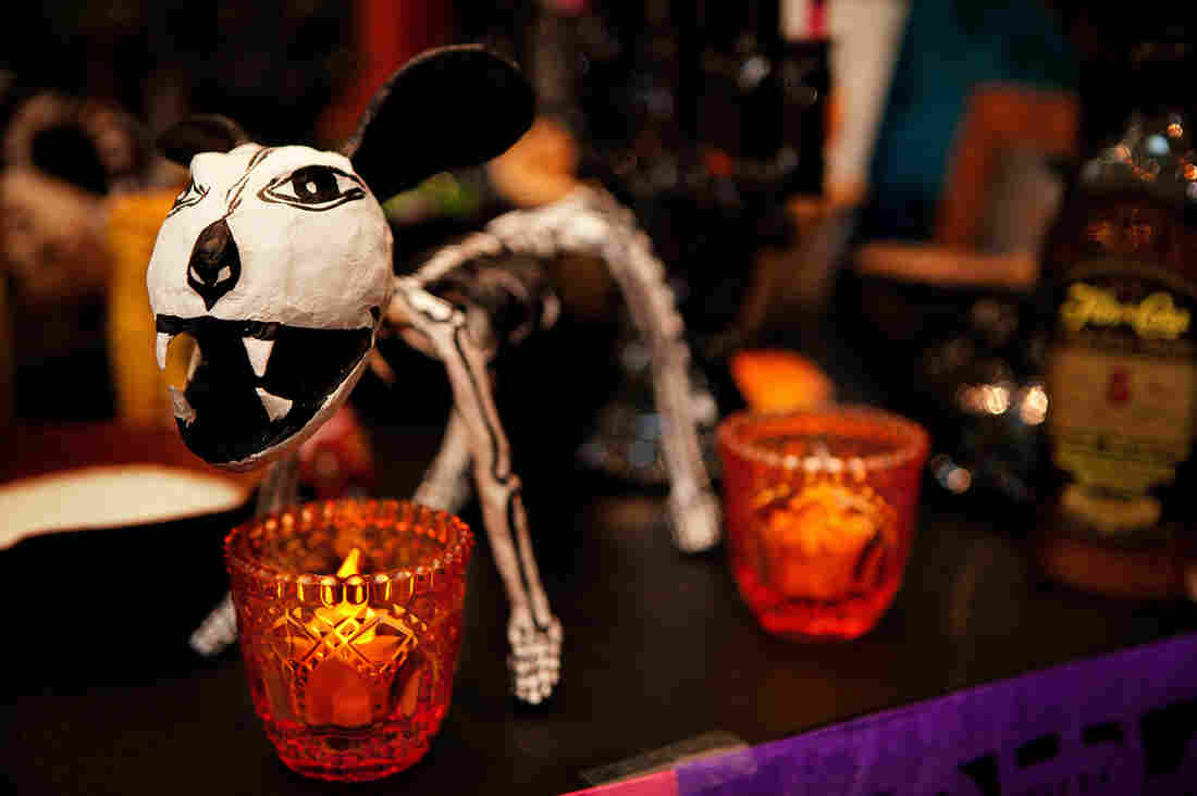 Decoding The Food And Drink On A Day Of The Dead Altar : The Salt ...