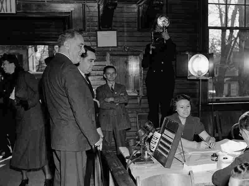 President Franklin D.Roosevelt identifies himself to the election board in Hyde Park, N.Y., in 1938. Republicans picked up a whopping 81 seats in the U.S. House that year.