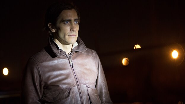 When Nightcrawler begins, Lou Bloom (Jake Gyllenhaal) is stealing scrap metal and struggling to get by. He lands a job as a stringer — a freelance cameraman for a local news station.