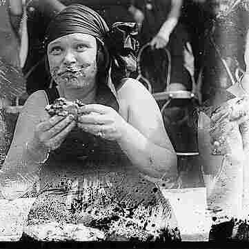 Pie eating contest in 1921.