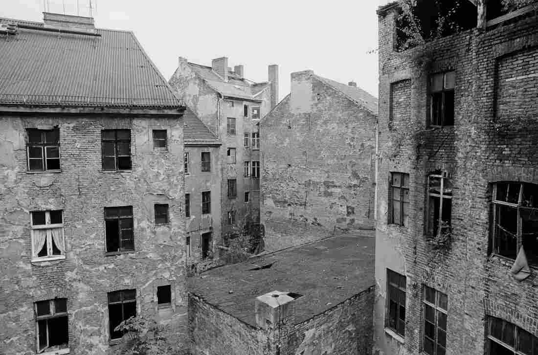 An abandoned tenement block in the district of Mitte in 1990.