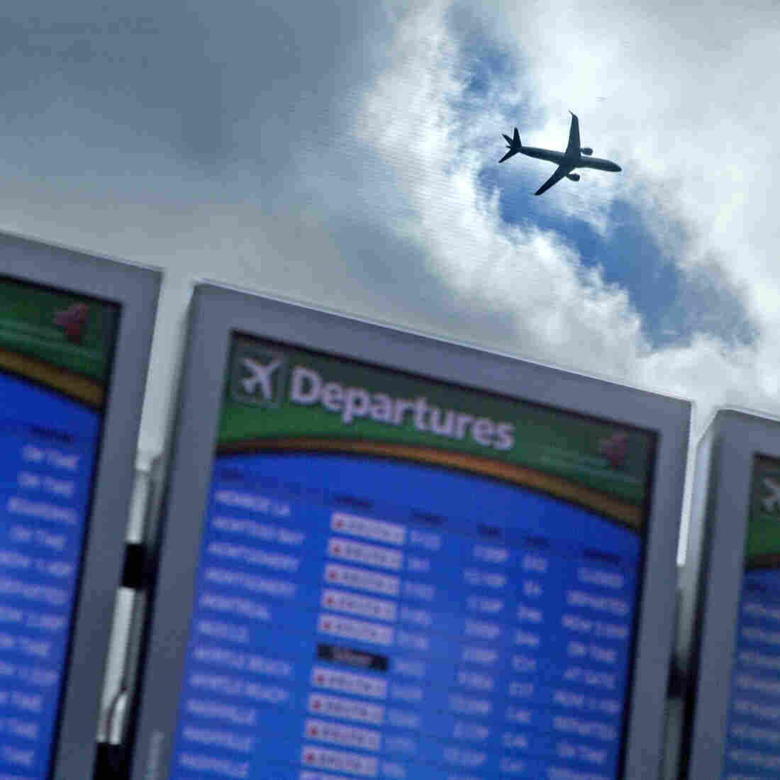 Holiday Travelers Should Expect Packed Planes, Higher Fares