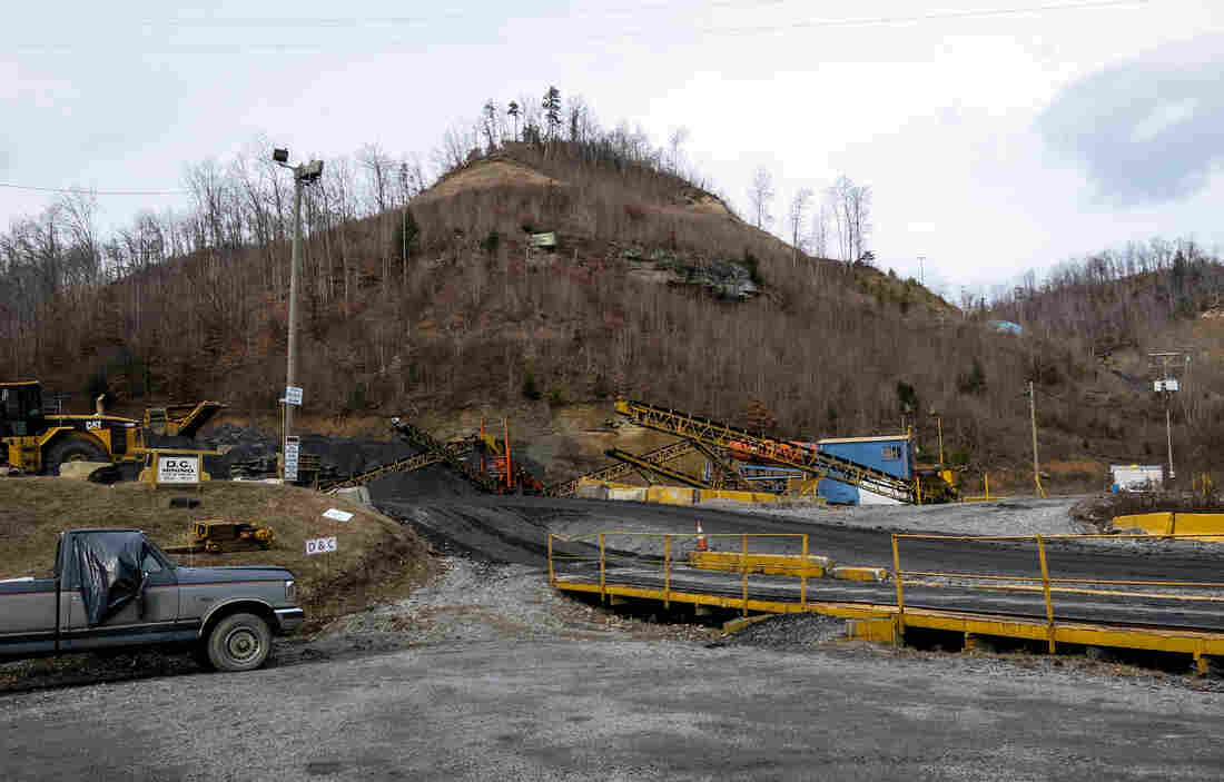 Outside the D&C Mining Corp. mine near Cranks, Ky. The company owes more than $4 million in unpaid safety penalties.