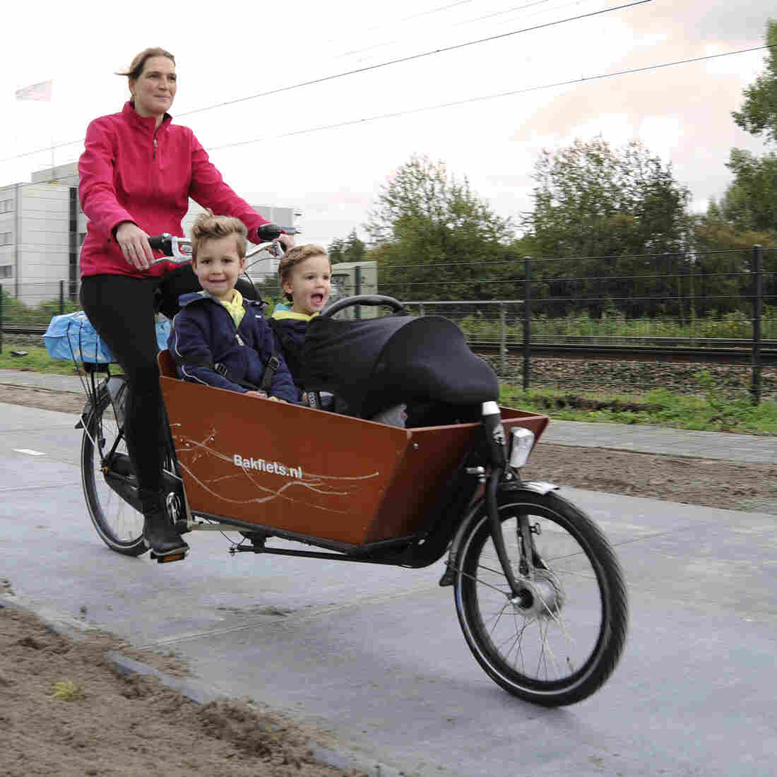 Solar Bike Path Opens This Week In The Netherlands