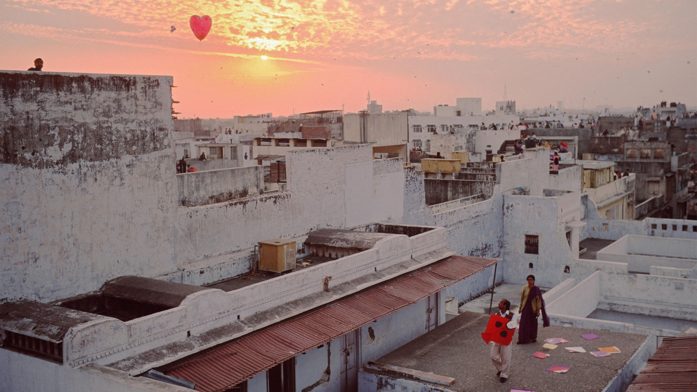 An 'Orphaned' Photo Of Kites And Love, Rescued From Oblivion