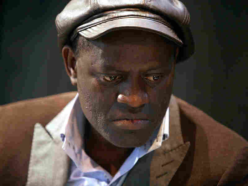 Alain Mabanckou, a French novelist born in the Republic of Congo, wrote a letter to support Cameroonian poet Dieudonne Enoh Meyomesse.