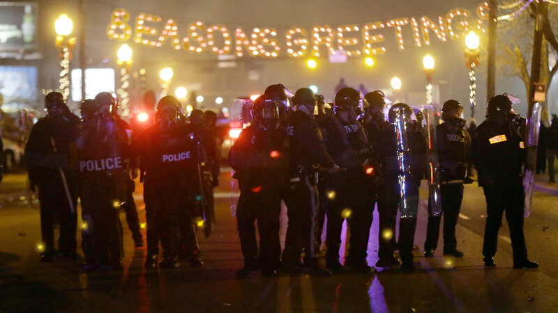 Crowds Confront Police, Businesses Burn In Ferguson Chaos : The Two ...