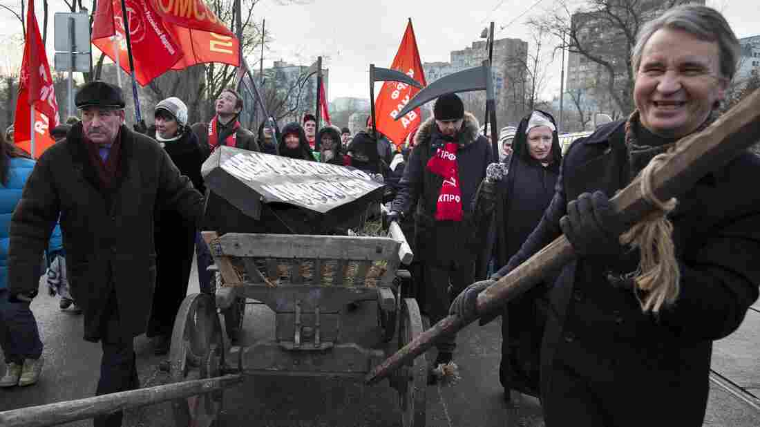 At least 5,000 Russians marched on a frosty Sunday afternoon in Moscow to protest plans to lay off thousands of doctors and close hospitals against the backdrop of a flagging economy.