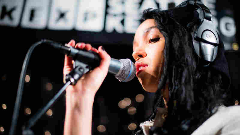 FKA twigs, 'Lights On' (Live)