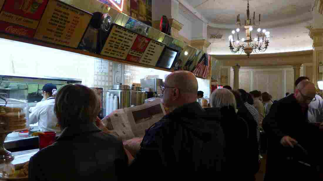 The Café Edison serves what might be called Jewish soul food — blintzes, matzoh ball soup and kasha varnishkes.