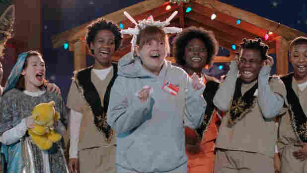 Orange is the New Black's first season finale is also the dramedy's first Christmas special.