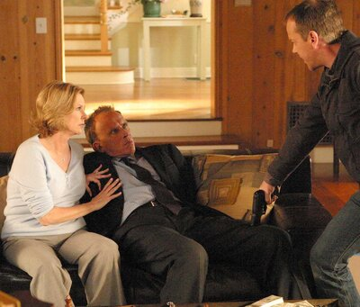 Kiefer Sutherland (right) with Peter Weller and JoBeth Williams on Fox's 24.