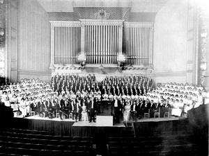 The Handel and Haydn Society, photographed in Boston's Symphony Hall in April 1915, a century after the group was founded.