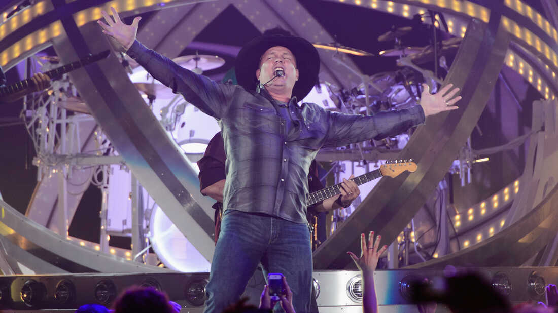 In The Still Of The Night, There's A Riot In Garth Brooks