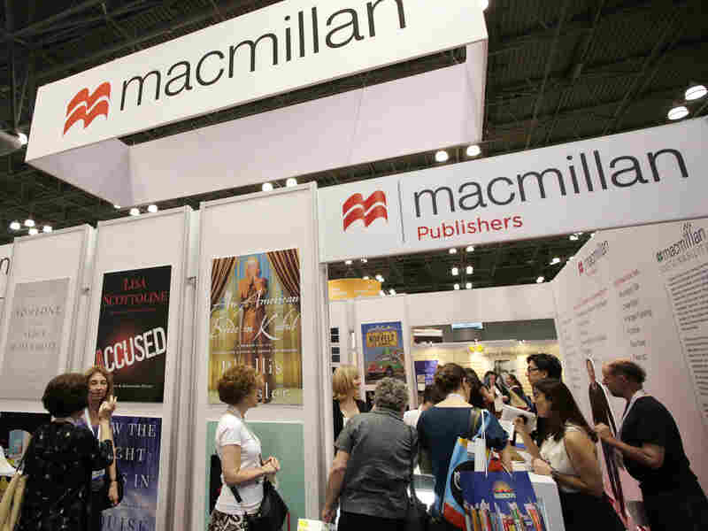 People wait in line at Macmillan Publishers to have books autographed by their authors at last year's Book Expo America in New York. (AP Photo/Mark Lennihan)