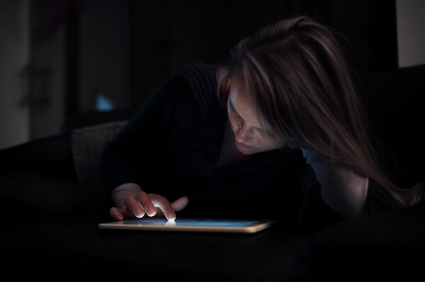 reading on a screen may disrupt sleep