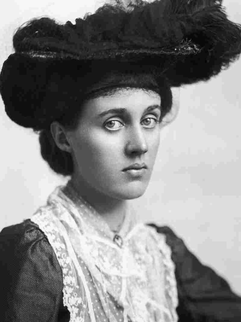 """Unlike her sister, Vanessa Bell, seen here circa 1910, didn't keep a journal. """"Her voice is largely unheard and I was really interested in that,"""" Priya Parmar says."""
