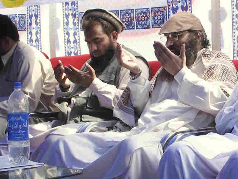 An alleged plotter of Mumbai attacks, Pakistani Zaki-ur-Rehman Lakhvi, center, prays with Syed Salahuddin, chief of Hezbul Mujahedeen at a rally on June 28, 2008, in Muzaffarabad, Pakistan. A court in Pakistan ordered Lakhvi to be freed.