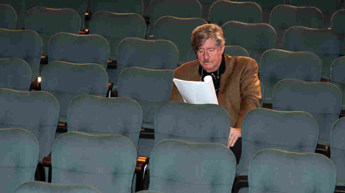 Edward Herrmann, the first to arrive for a group portrait session of approximately 100 Tony Award-winning actors, keeps busy before the shoot on June 1, 2006, at the Shubert Theatre in New York. Herrmann died Wednesday in New York at the age of 71. He had brain cancer.