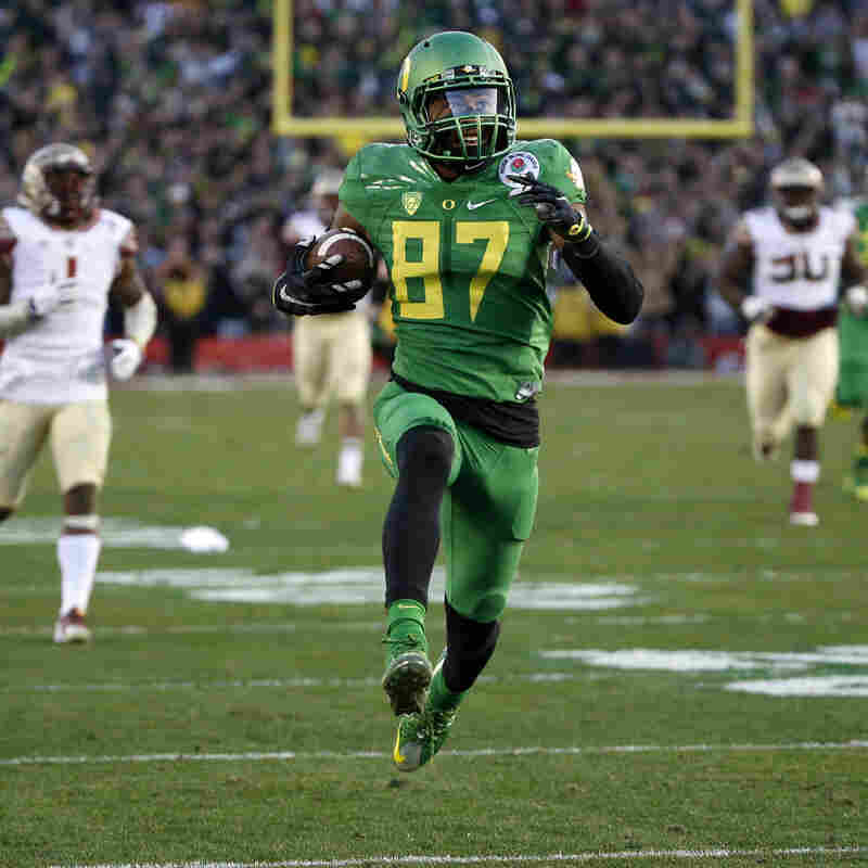 Oregon wide receiver Darren Carrington scores Jan. 1 against Florida State during the second half of the Rose Bowl college football playoff semifinal in Pasadena, Calif.