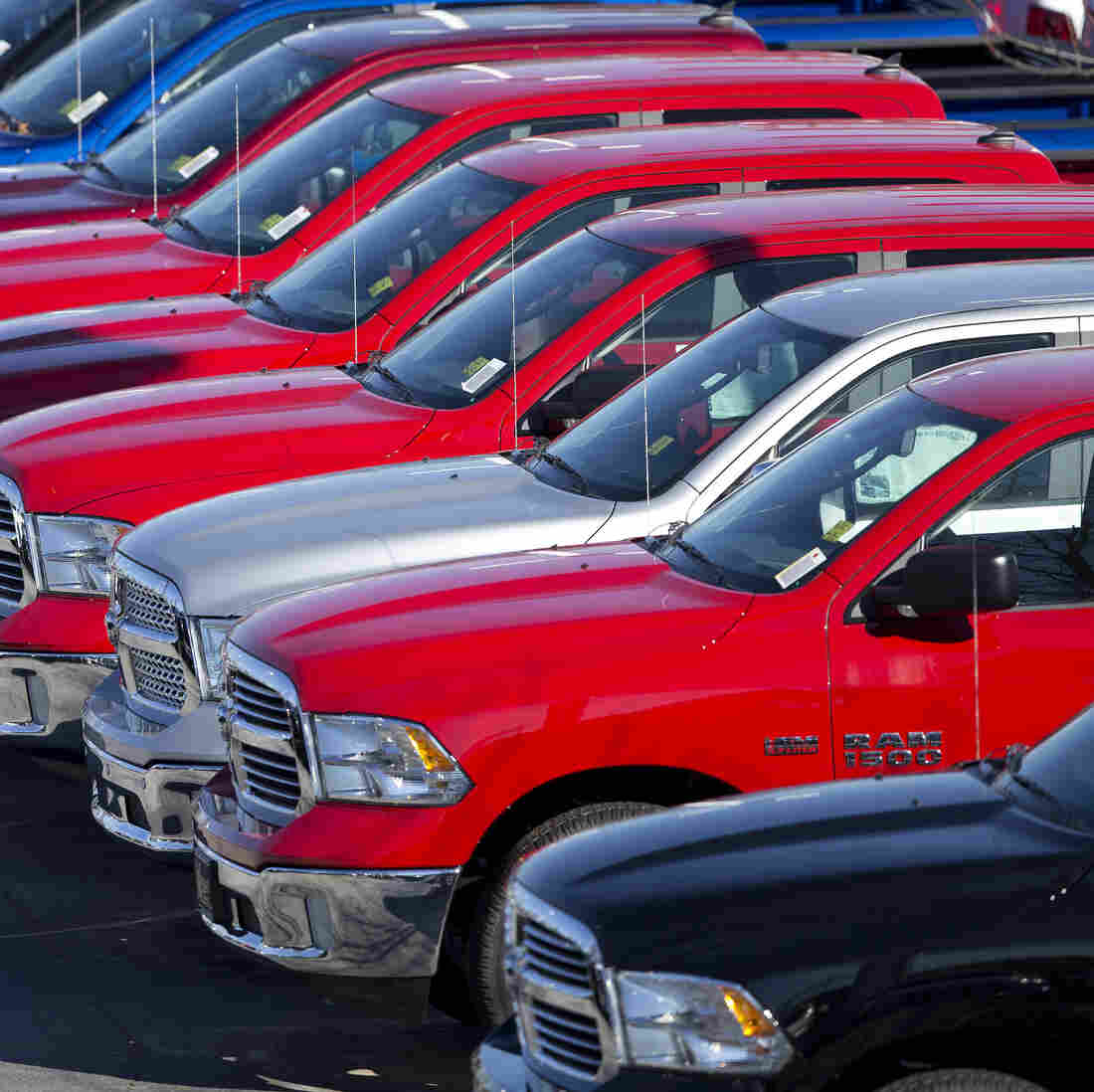 Low Gas Prices Give SUV Sales A Boost, But Automakers Take Long View
