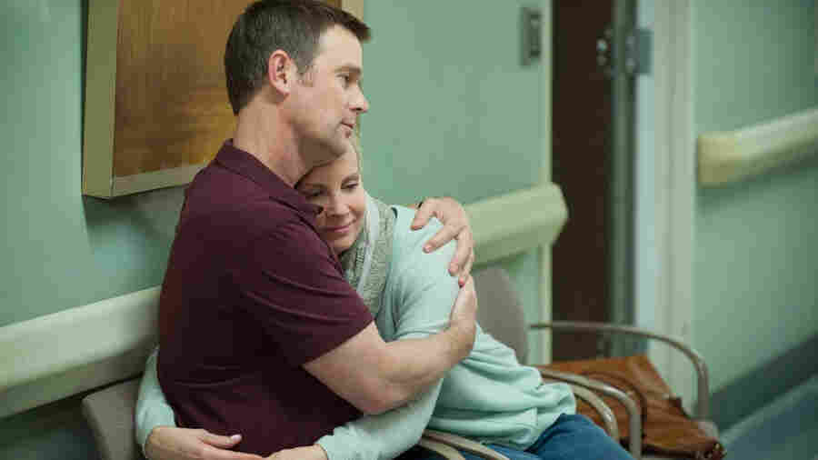 Peter Krause as Adam Braverman and Monica Potter as Kristina Braverman on NBC's Parenthood.