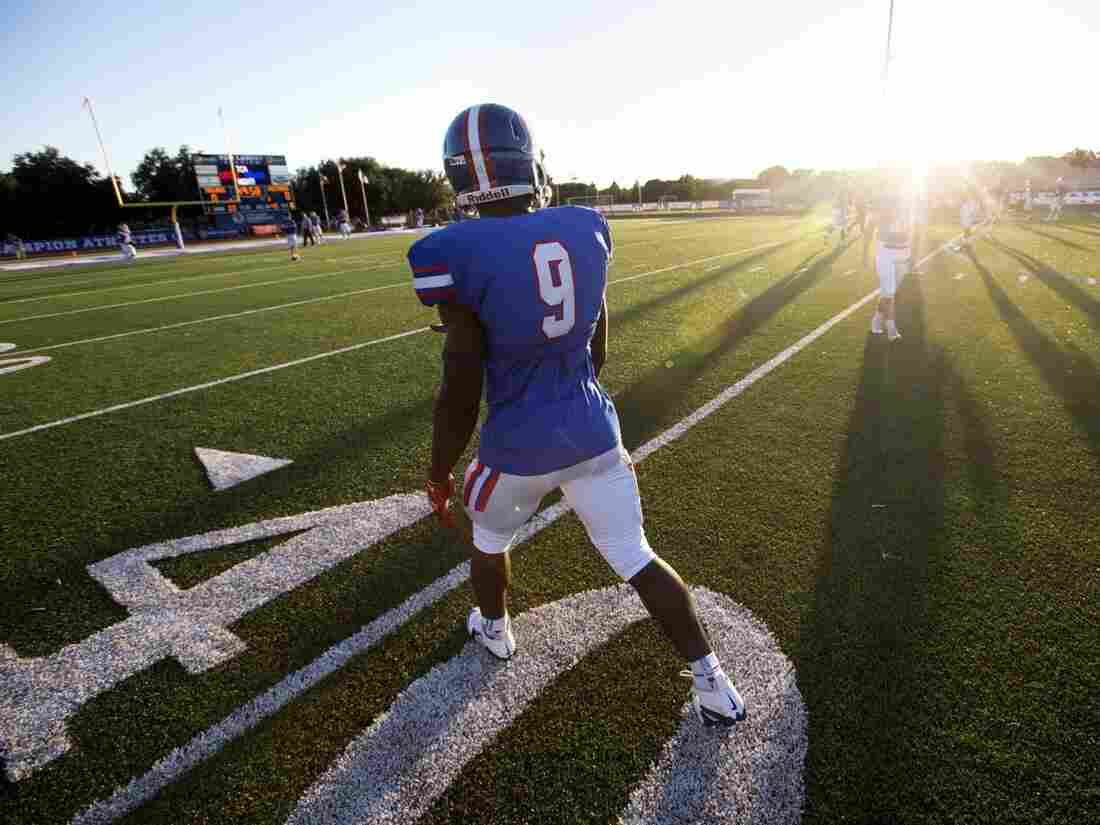 Panelist Nahshon Ellerbe, a star running back at Trinity Christian Academy in Addison, Texas, warms up before a game against Midland Christian.