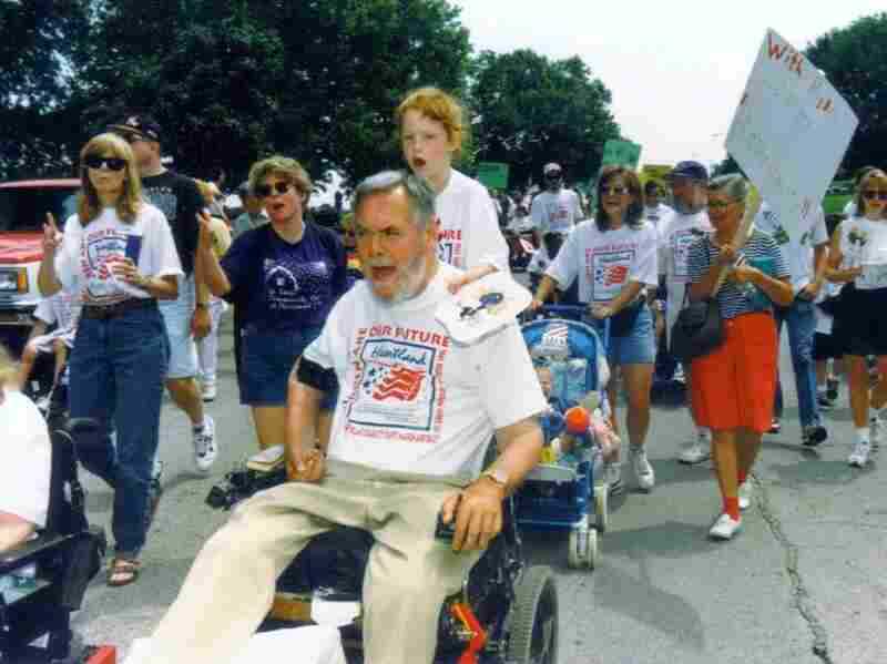 Max Starkloff with his daughter, Emily, led a disability rights march in St. Louis, Mo., in 1995.