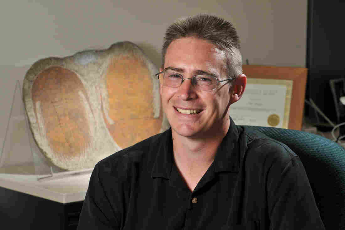 Biologist Rob Knight, co-founder of the American Gut Project, recently moved the project to the University of California, San Diego's School of Medicine.