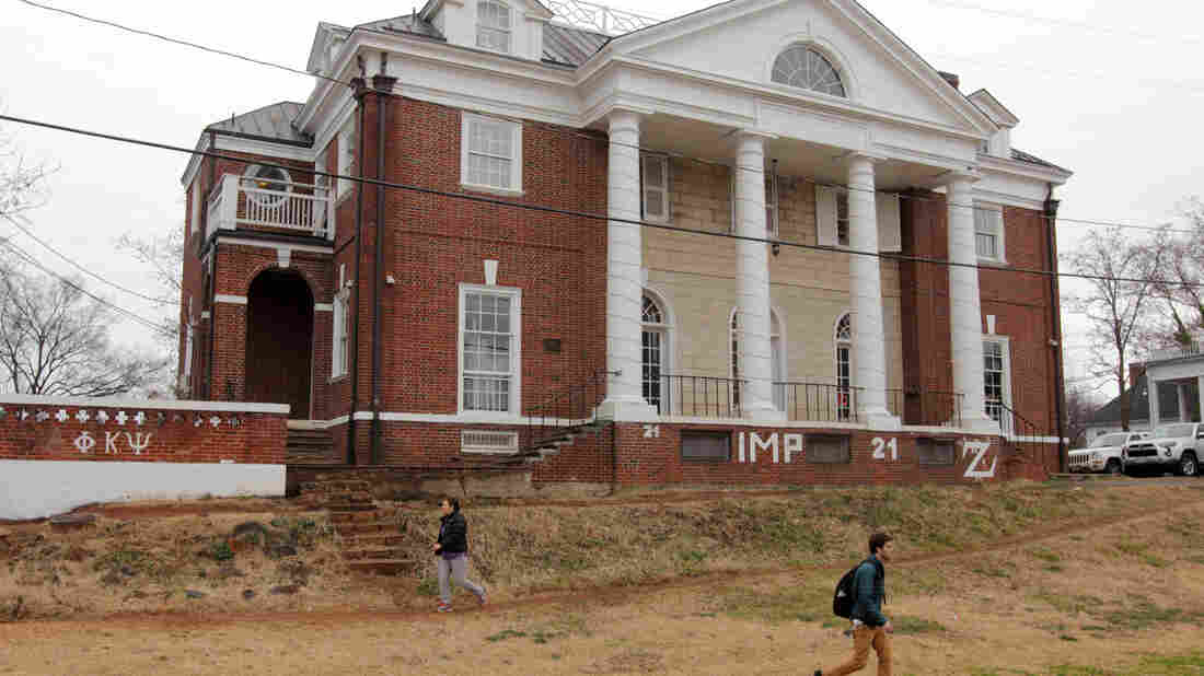 "Students walk past the Phi Kappa Psi fraternity house on the University of Virginia campus on December 6, 2014 in Charlottesville, Va. The fraternity was at the center of an explosive Rolling Stone article that the magazine later admitted had ""discrepancies."""