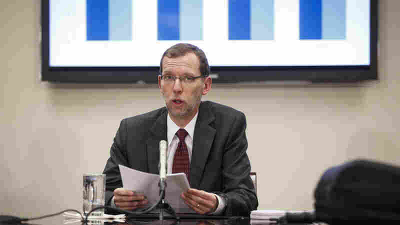 Congressional Budget Office Director Douglas W. Elmendorf holds a briefing for reporters on the CBO's updated budget and economic outlook on Monday on Capitol Hill.