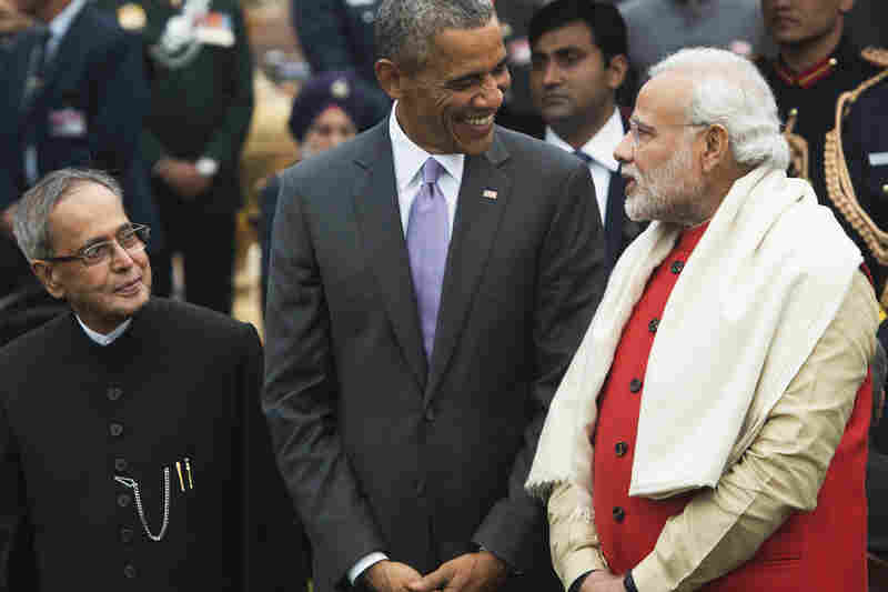 Obama, Indian Prime Minister Narendra Modi (right) and Indian President Pranab Mukherjee attend a reception at Rashtrapati Bhawan, the Presidential Palace, in New Delhi on Monday.