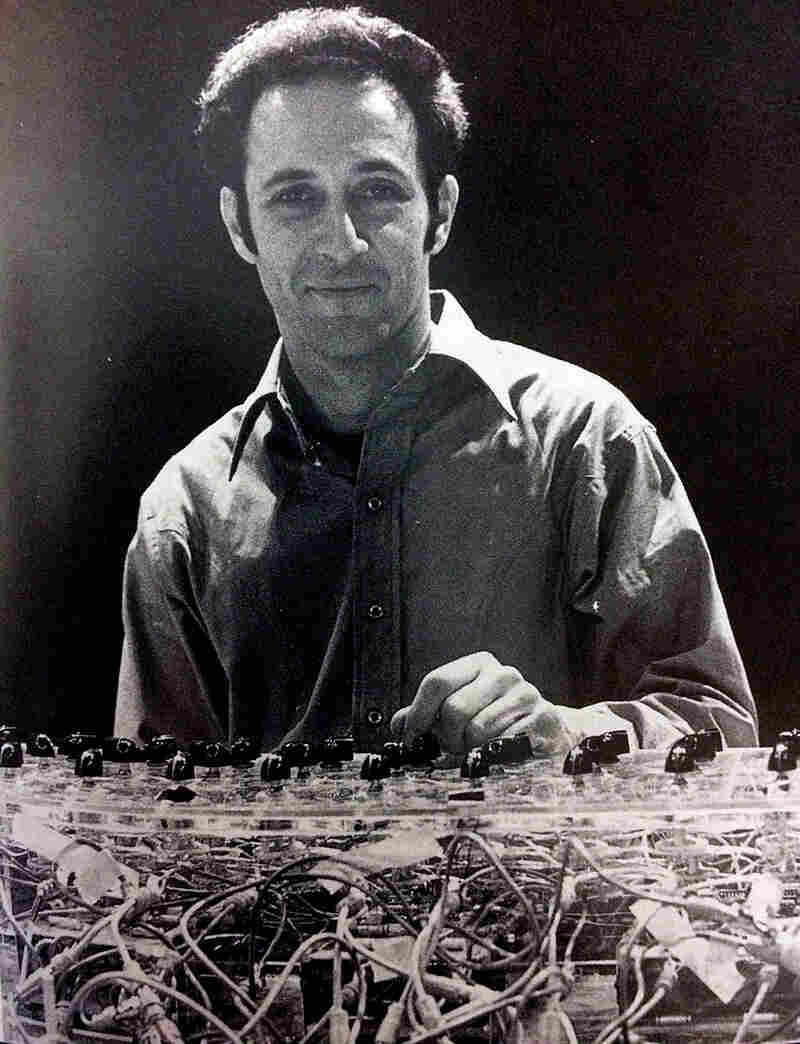 Steve Reich, with a phase-shifting pulse gate, photographed in New York in 1969.
