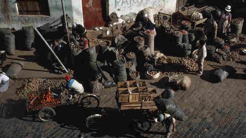 Street vendors in Cuzco, Peru (1989).