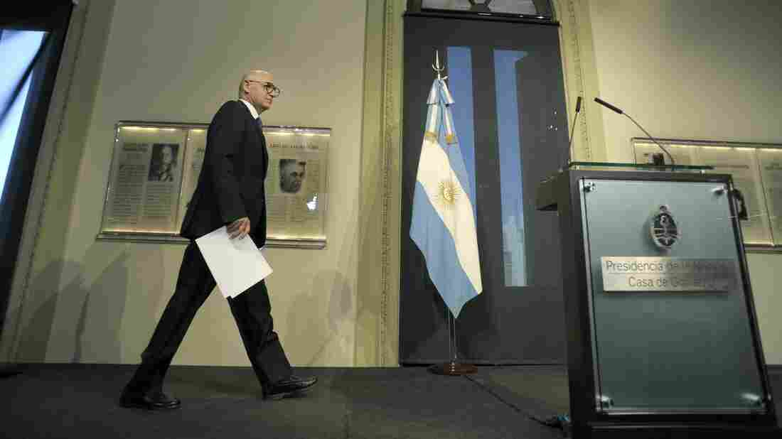 Argentine Foreign Minister Hector Timerman arrives to give a press conference at the presidential palace Casa Rosada, in Buenos Aires, on January 15, 2015.