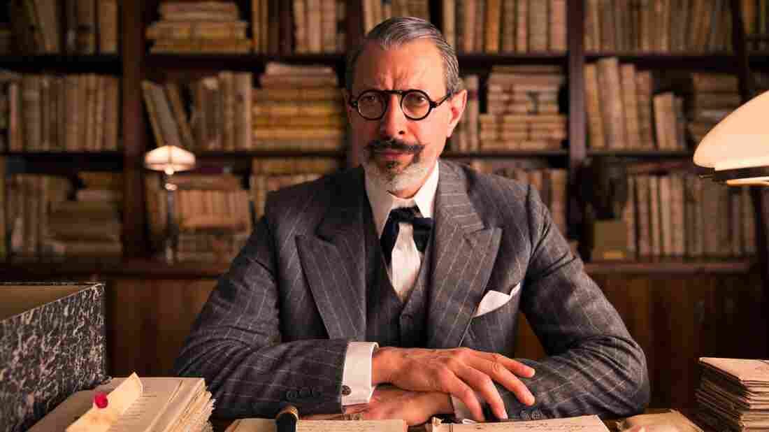 """Hannon told the Los Angeles Times that actor Jeff Goldblum, who plays Deputy Kovacs, had """"the most extraordinary beard I've ever come across."""""""