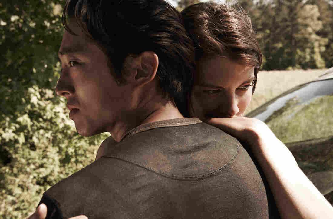 Glenn Rhee (Steven Yeun) and Maggie Greene (Lauren Cohan) - The Walking Dead - Season 4