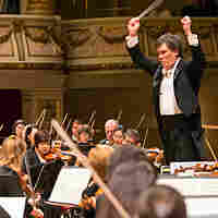 Alan Gilbert, music director of the New York Philharmonic, has announced he will step down in 2017.