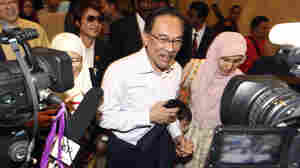 Malaysia's Top Court Upholds Sodomy Conviction Against Opposition Leader