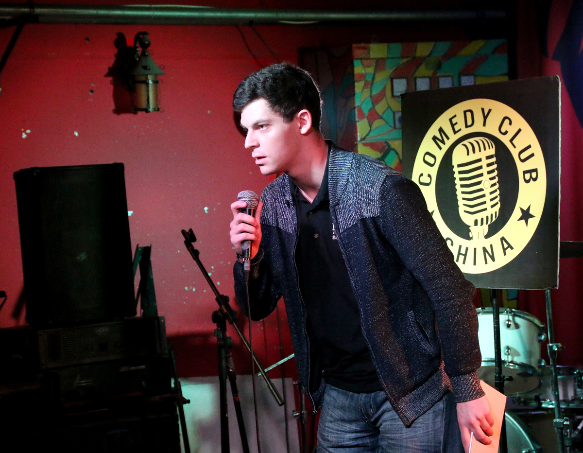 Small Exhibition Stand Up Comedy : So an american comic walks into a chinese bar