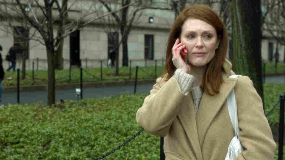 In Still Alice, Columbia University professor Alice Howland (Julianne Moore) learns she has early onset Alzheimer's disease after experiencing several disturbing lapses of memory.