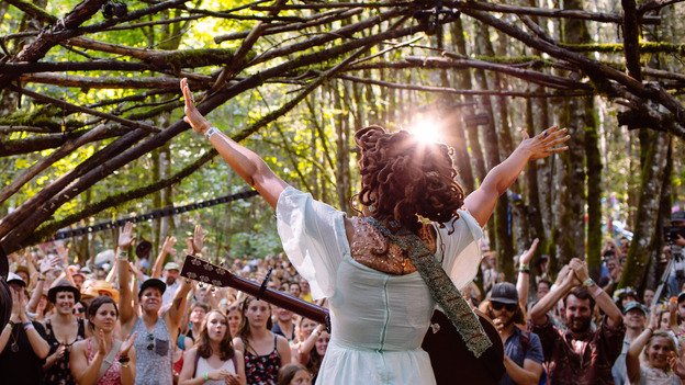 Valerie June performs live at Pickathon 2014. (opbmusic)