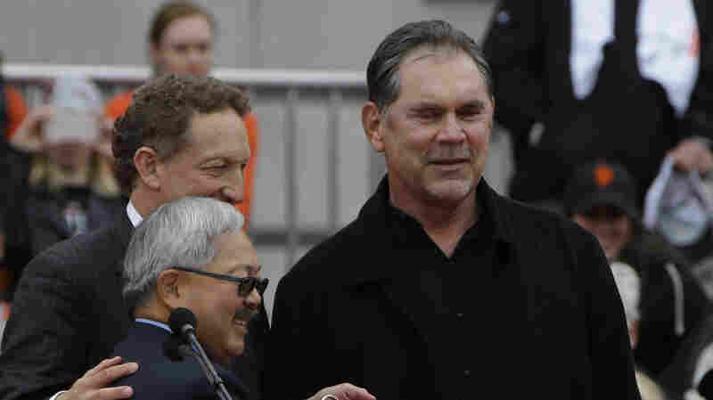 At Baseball's Spring Training, Giants' Manager Bochy Has Heart Surgery