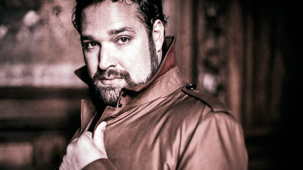 "Tenor Bryan Hymel sings shining high Cs in the Rossini aria ""Asile héréditaire."" (Warner Classics)"