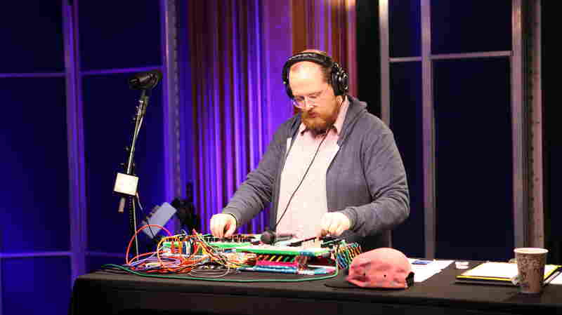 Dan Deacon performs live on KCRW.