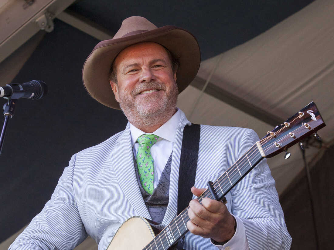 Robert Earl Keen performs at the New Orleans Jazz and Heritage Festival on May 4, 2014.
