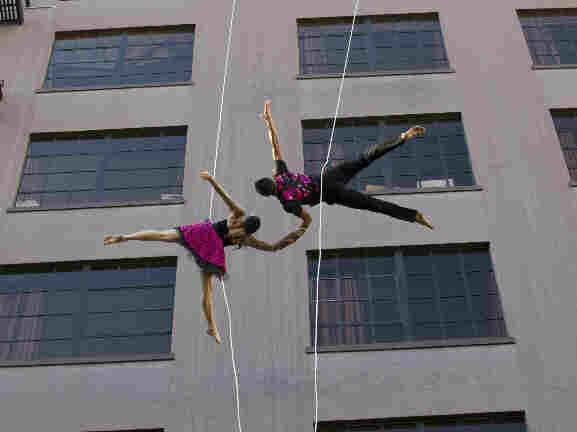 Bandaloop dancers in San Francisco.