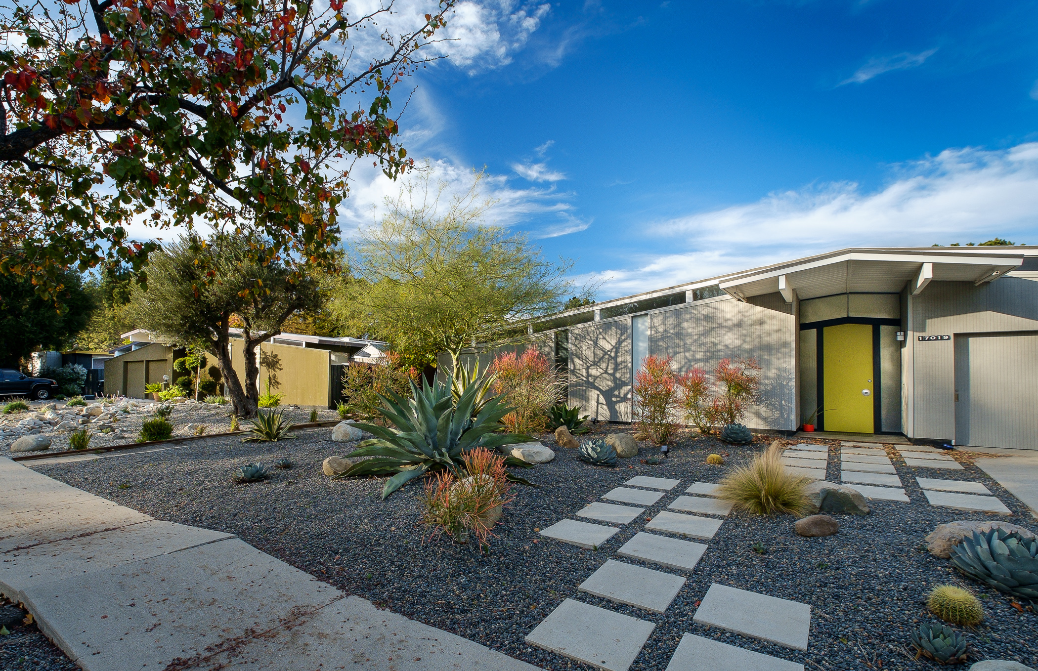 With sunny modern homes joseph eichler built the suburbs for Well designed homes